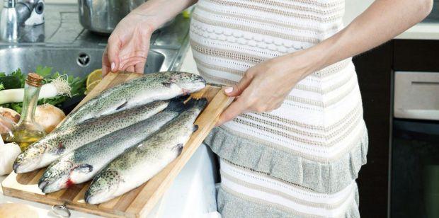 Якщо до вагітності ви не дуже любили рибу, то зараз її потрібно включити у свій раціон харчування.
