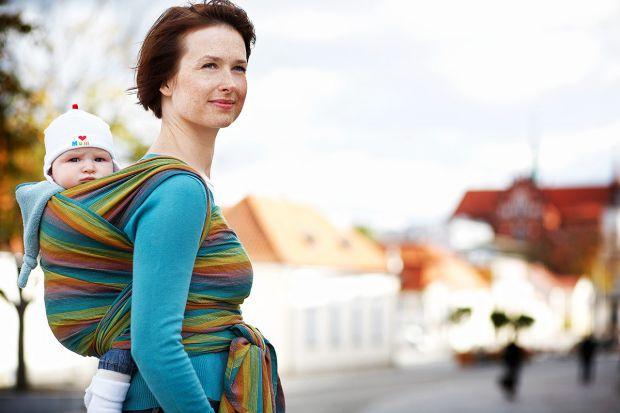 Если вы хотите купить слинг, сначала нужно подумать до какого возраста вы хотите носить ребенка. В слинге, как правило, носят ребенка до 4 лет или пок