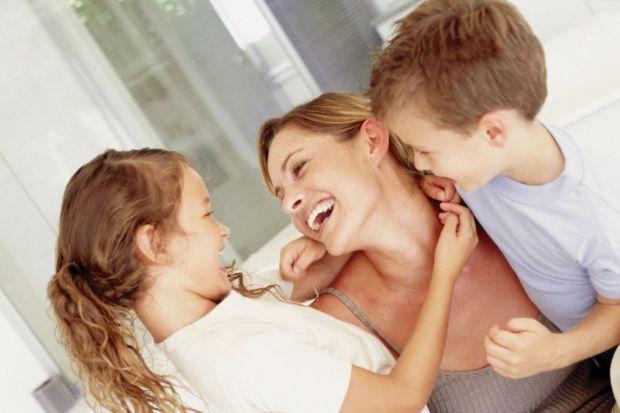Діти іноді гірші шпигунів, видають найстрашніші секрети батьків, тому друзі і окружаючі можуть думати, що ви погані батьки.