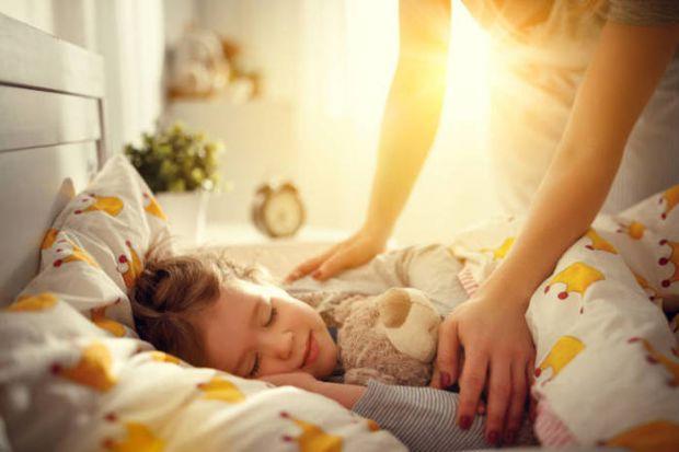Головне питання всіх батьків: як зрозуміти, що ось, вже прийшов час дати малюкові його власну територію для сну?
