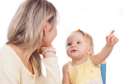 Насамперед слід розглянути, чому може виникати заїкання в дитини. Тут свою роль можуть зіграти як спадкова схильність або важкий перебіг вагітності та