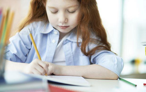 """Метод """"зеленої ручки"""" розробила автор блогу про виховання Тетяна Іванко, коли займалася зі своєю донькою в прописах. А ви можете використовувати цей п"""