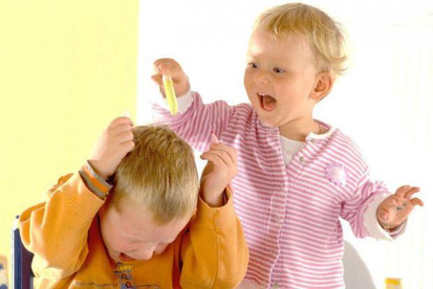 Іноді дітлахи можуть сперечатися чи влаштувати істерику – це нормально. А якщо така поведінка з'являється часто, то батькам потрібно занепокоїтись.