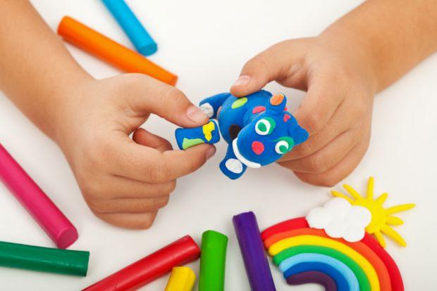 Розвиток мовлення безпосередньо залежить від ступеня формування дрібної моторики пальців рук. Якщо у дитини слухняні пальчики, то й говорити вона навч