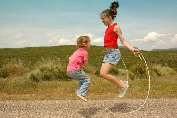 Британські вчені з'ясували, що виконання простих стрибків протягом 6 хвилин дозволяє знизити ризик розвитку остеопорозу.