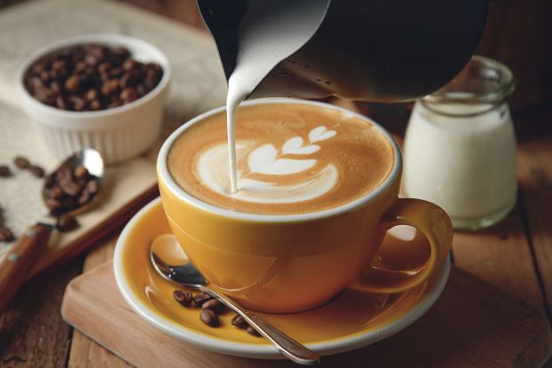 Якщо ви гіпотонік, тоді філіжанка кави однозначно покращить ваше самопочуття. Але якщо у вас підвищений артеріальний тиск, ви ризикуєте погіршити стан