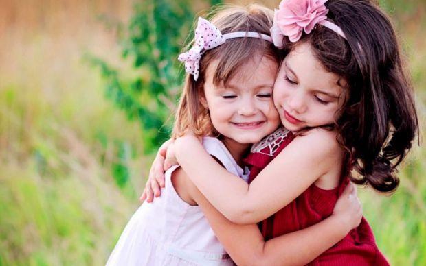 Дитина повинна вміти контактувати з однолітками та дорослими. А для цього її варто навчити наступних фраз.