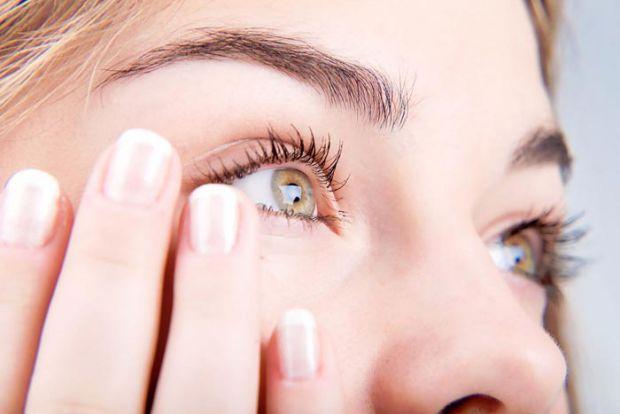 Ячмінь - це захворювання повіки, яке проявляється гнійним запаленням волосяного фолікула вії. Він може з'явитися із-за переохолодження, зниження  імун