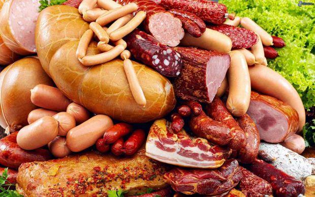 Дослідники Американського онкологічного співтовариства розповіли, що люди, які щодня вживають м'ясні вироби: ковбаси, сосиски, шинку тощо, більше схил