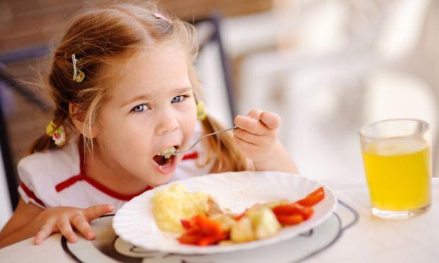Напередодні ввечері поцікавтеся, що хотіла б з'їсти дитина. Якщо є можливість, виконайте побажання. Врахуйте, що порція на сніданок має бути невеликою