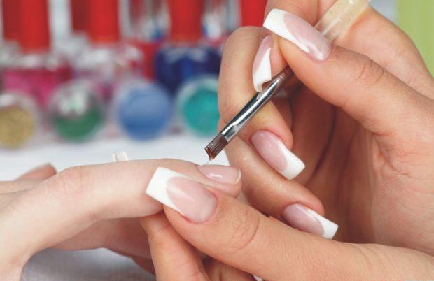 У наш час всі чули, що за зовнішнім виглядом нігтів можна дізнатися про хвороби, якими страждає людина. У давні часи лікарі саме так діагностували біл