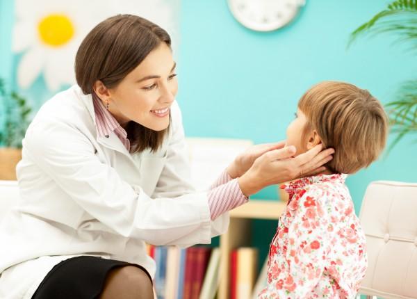 Якщо у батьків виникли бодай найменші сумніви, що дитина не так вимовляє літери чи слова, звернутися до спеціаліста треба обов'язково! Що раніше вони