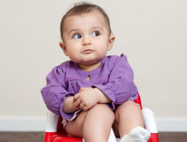 У новонароджених часто бувають запори. Ця проблема пов'язана з неправильним раціоном годуючої матері, або неправильно підібраної суміші.Що робити, якщ