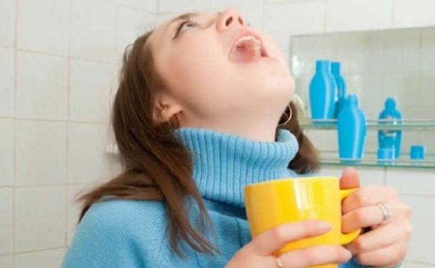 Існує маса народних методів, як швидко вилікувати горло. Наша мама розповість свій реальний досвід, який допомагає.