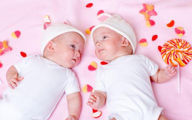 Як тільки ви дасте діткам імена, вони з округлого животика мами перетворяться на справжніх діток, що чекають свого часу, щоб з'явитися на світ. Це дуж