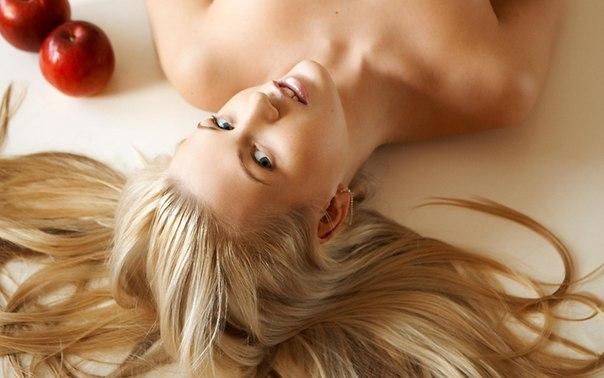 Психологи переконані, що від натурального кольору волосся залежить характер жінки. Також відомо, що на колір волосся головним чином впливають гормони.