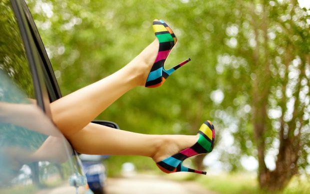 Коли ти - вагітна, тут з'являються багато питань, особливо з приводу високих каблуків. Адже ти так звикла до них. А тут всі говорять
