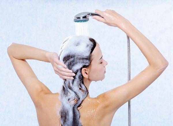 Плюси і мінуси миття голови ввечері.