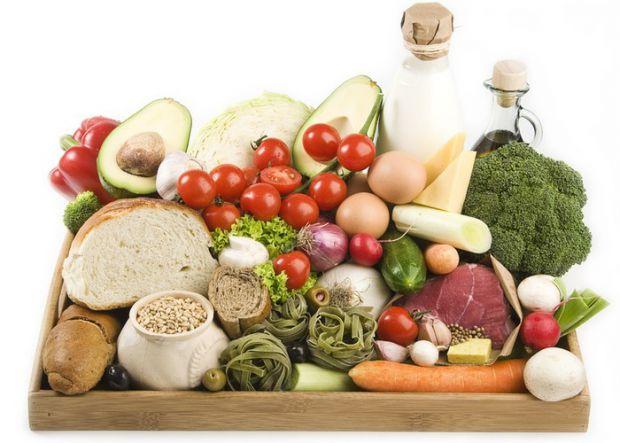 Прийнято вважати, що споживання вуглеводів і жирної їжі не дає людині схуднути. Нижче наведемо перелік корисних продуктів харчування і дізнаємося, чи