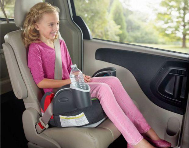 Бустер - это специальное детское сиденье для машины, защищает ребенка, являющегося пассажиром автомобиля, от последствий столкновения или внезапного т