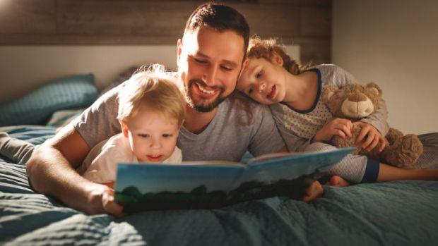 Згідно з останнім експериментом, який провели академіки з Мічиганського університету, спільне читання книг відчутно зближує всіх членів сім'ї.