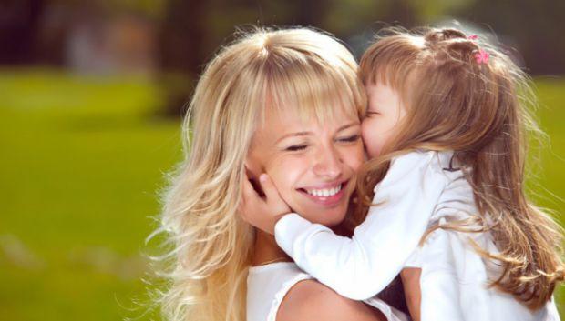 Батьки часто стикаються з двома проблемами: як, з одного боку, подарувати дитині максимум любові і ласки, а, з іншого, не розбалувати її. Тим, кому з