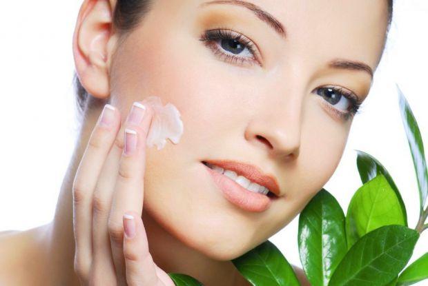 Ніч — дуже важливий час для нашого організму і, зокрема, для шкіри. Коли ми спимо, йде найактивніша робота. Наш організм виробляє гормони, які спрямов
