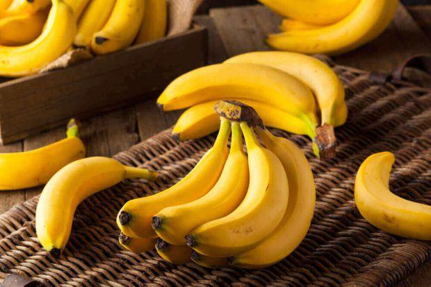 Лікарі рекомендують частіше вживати банани жінкам, оскільки для них цей фрукт може принести чималу користь.