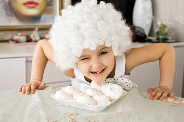 У 60-х роках XX століття вчені провели експеримент, щоб оцінити силу волі у дітей. Для цього дитину залишали в кімнаті наодинці з порцією зефіру. Дити