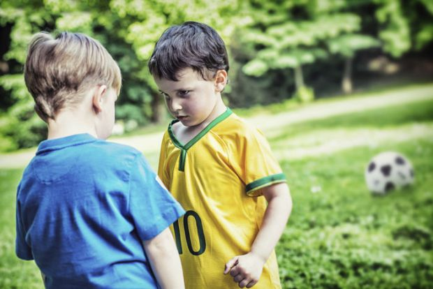 Фахівці вважають, що в агресивному поводженні дитини винні батьки. Від них залежить сприйняття світу - що вони вкладуть в її свідомість, те і отримают