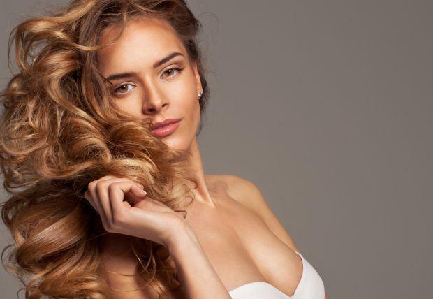 Тим, хто прагне відростити довге волосся, косметологи радять застосовувати виключно натуральні засоби.