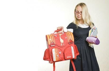 Нещодавно ізраїльські вчені з'ясували, що причиною поганого почерку дитини може бути важкий рюкзак.