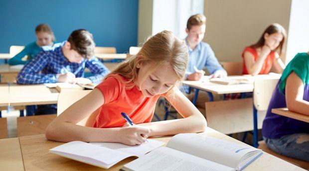 Дослідники з США перевірили, як перенесення початку уроків на годину пізніше відіб'ється на успішності школярів.