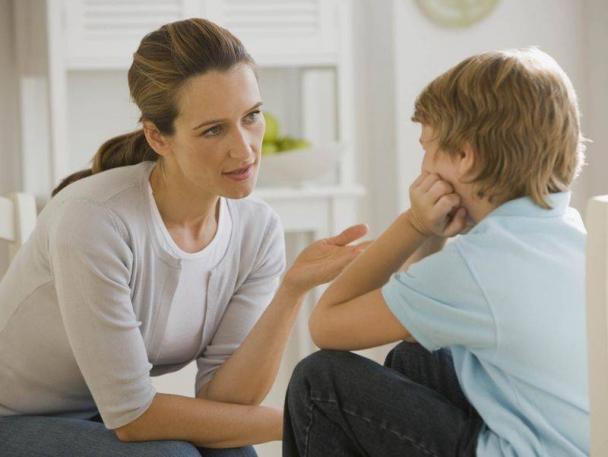 Як розмовляти з дитиною про трагічні ситуації, щоб її не налякати - читайте далі.