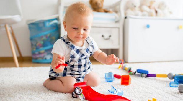 Навіщо спати, якщо можна піти на дитячий майданчик або пограти? Діти від року до трьох так прагнуть більше дізнатися про навколишній світ, що не хочут