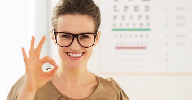 Для того, щоб зняти втому з очей, необхідні регулярні перерви в роботі. Не варто більше години напружувати зір. Виражений ефект дає спеціальна гімнаст
