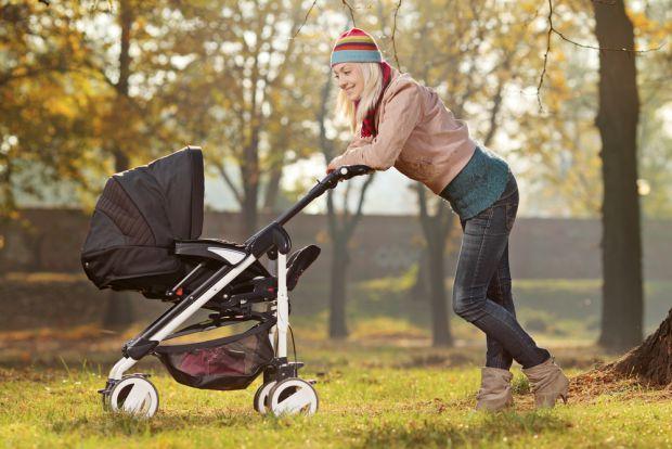 Після пологів з немовлям не варто зразу виходити на вулицю. Коли можна гуляти з малюком - читайте далі.