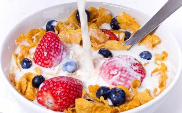 Прийнято вважати, що сніданок повинен бути ситним, а його пропуск підвищує ризик набору ваги. Однак, згідно з останніми дослідженнями, немає ніяких пі