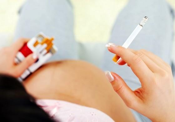 Шведські вчені виявили зв'язок між курінням жінки під час вагітності і проявом астми у майбутньої дитини. Ризик розвитку захворювання був відзначений