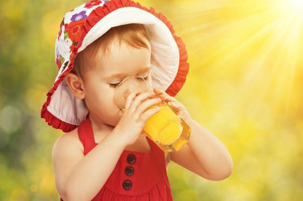 Дітям старше 10 місяців розводити водою потрібно тільки соки занадто солодкі або кислі. Кислі (з лимона, журавлини або обліпихи) краще додавати в дома