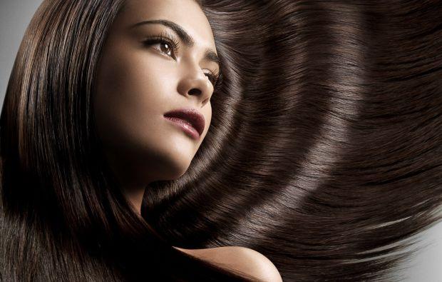 Зазвичай, довге густе волосся вважалося ознакою жіночності.Довга коса обов'язково згадувалася при описі казкової красуні у всіх казках.