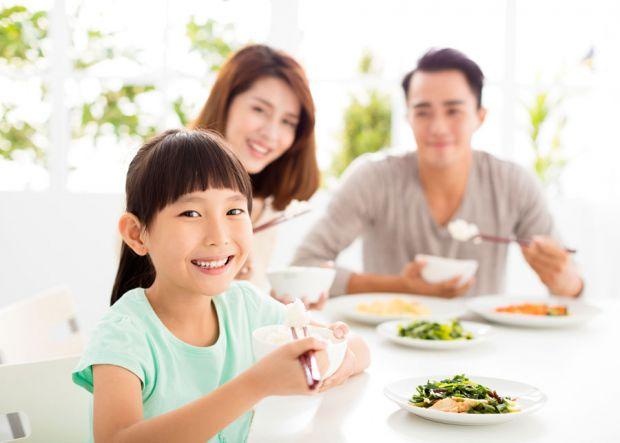 За інформацією nytimes.com, ми знаємо, як харчуються діти з різних країн, інших культур. Можливо, ви запозичити парочку страв сніданків і для своїх ді