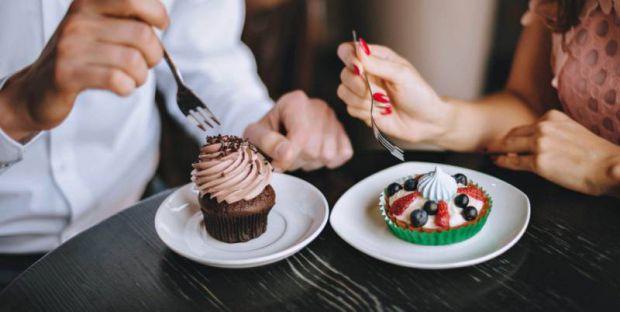 Нейробіологи попередили: при повній відмові від цукру організм людини зануриться в безодню стресів і депресивних розладів, оскільки солодкі ласощі сти