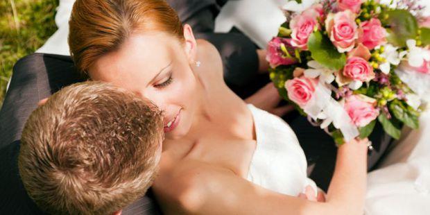 Дослідження показало, що заміжні жінки на 28% рідше вмирають від хвороб серця, ніж їхні самотні ровесниці. Крім того, більш міцному здоров'ю заміжніх