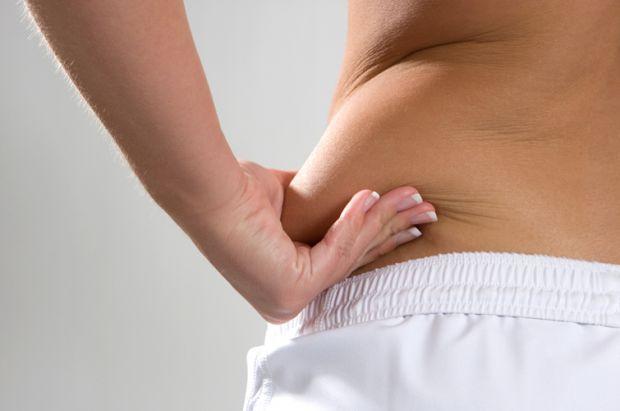Деякі люди можуть сидіти на дієті, займатися спортом, але вага ніяк не зменшується, а причиною цього може бути захворювання пов'язане з печінкою.