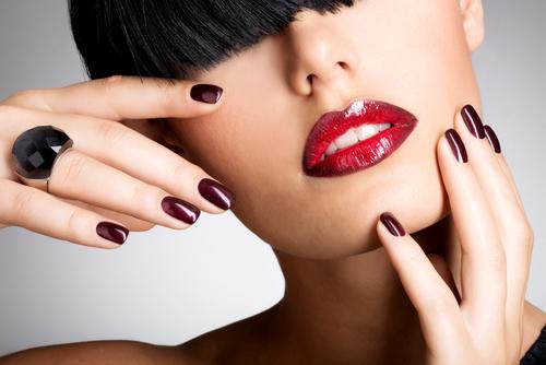 Головна beauty-особливість осені - cоковиті, червоні губи.