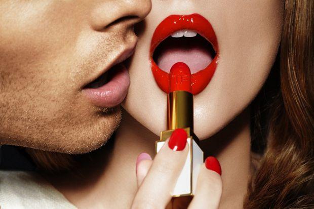 Власницям вузьких губ не так пощастило, як дамам зі спокусливими губами. Але в наш час все можна змінити, було б бажання, час і можливості.