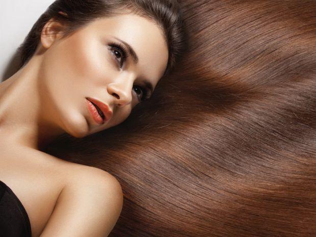Найчастішою причиною випадіння волосся є нестача вітаміну А в організмі. Виправити проблему допоможуть запропоновані нами народні засоби.