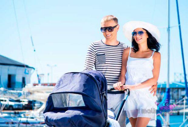 Можна почути поради від старшого покоління, що з немовлям небажано гуляти на вулиці мало не весь перший місяць життя малюків. Насправді, якщо на вулиц