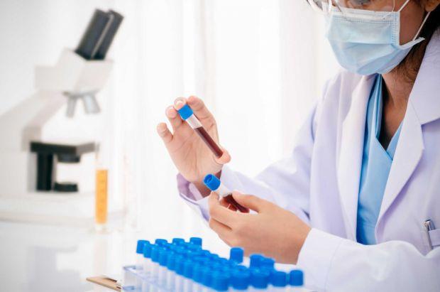 Російські академіки створили і вже ввели в виробництво унікальний медичний апарат, що дозволяє брати кров пацієнта без хворобливих відчуттів.